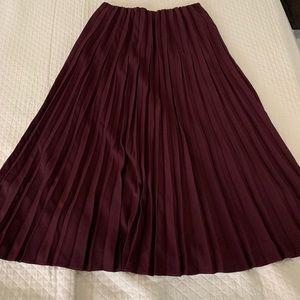Uniqlo Accordion Pleated Midi skirt